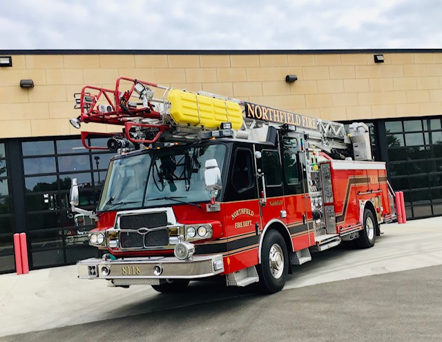 8118 - 2013 E One Quest 78 Aerial Ladder